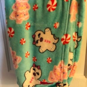BETSEY JOHNSON 5Oin X 60in GREEN CHRISTMAS THROW